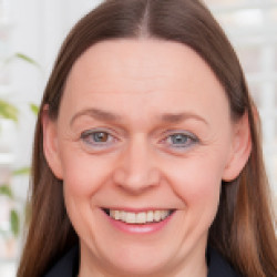 Profile photo of Lindsay West
